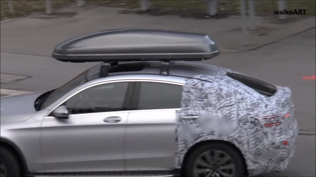 Mercedes glc coupe with roof box caught on cam for Mercedes benz roof box