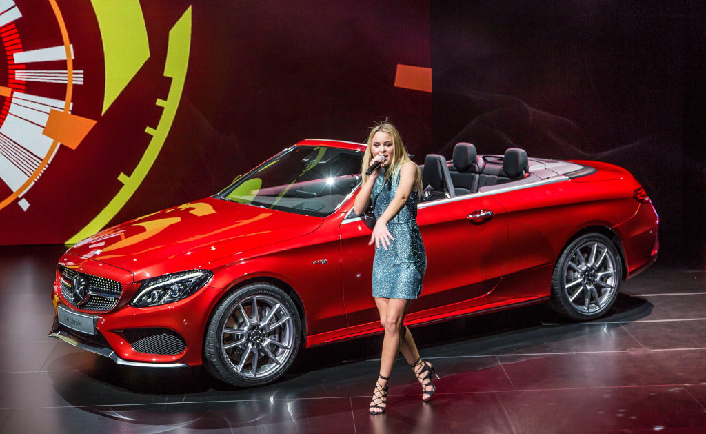 The mercedes benz c class cabriolet makes its debut for Mercedes benz g class cabriolet