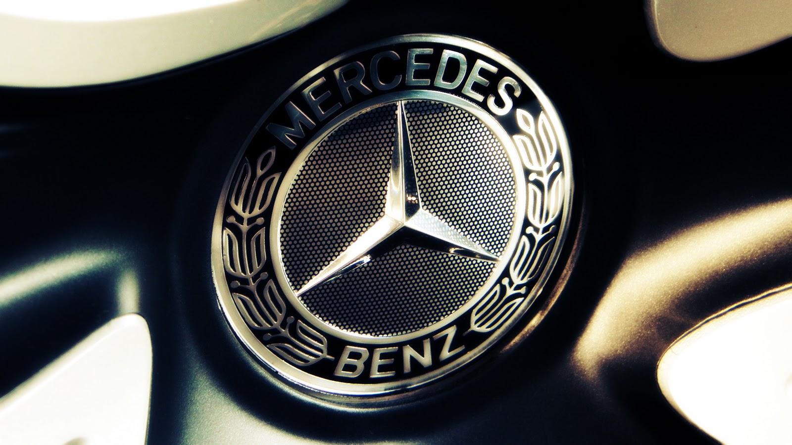 Mercedes benz trails behind bmw in 2015 luxury car sales for Mercedes benz salesman