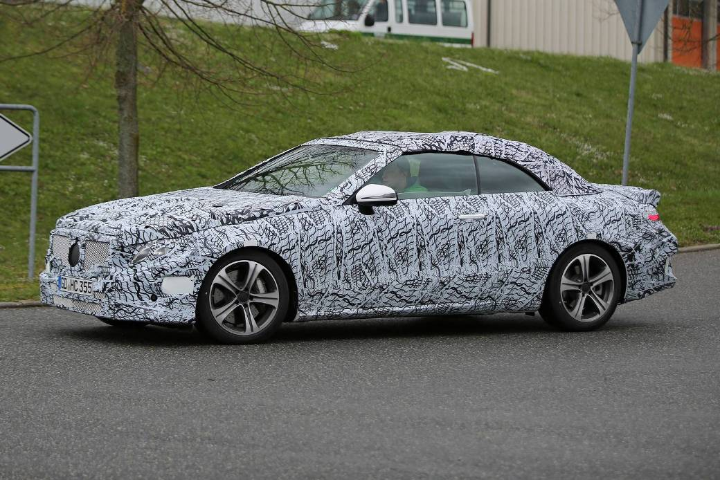 Spy recordings of the new Mercedes-Benz E-Class Cabriolet appear