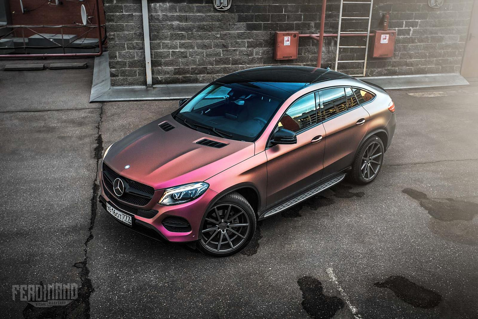 mercedes benz gle coupe receives a unique wrap. Black Bedroom Furniture Sets. Home Design Ideas