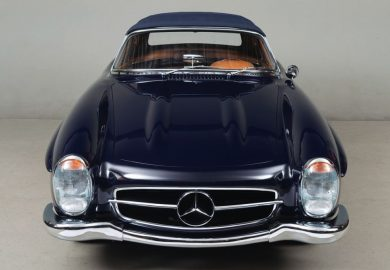 Restored 1961 Mercedes-Benz 300 SL Looks Impressive