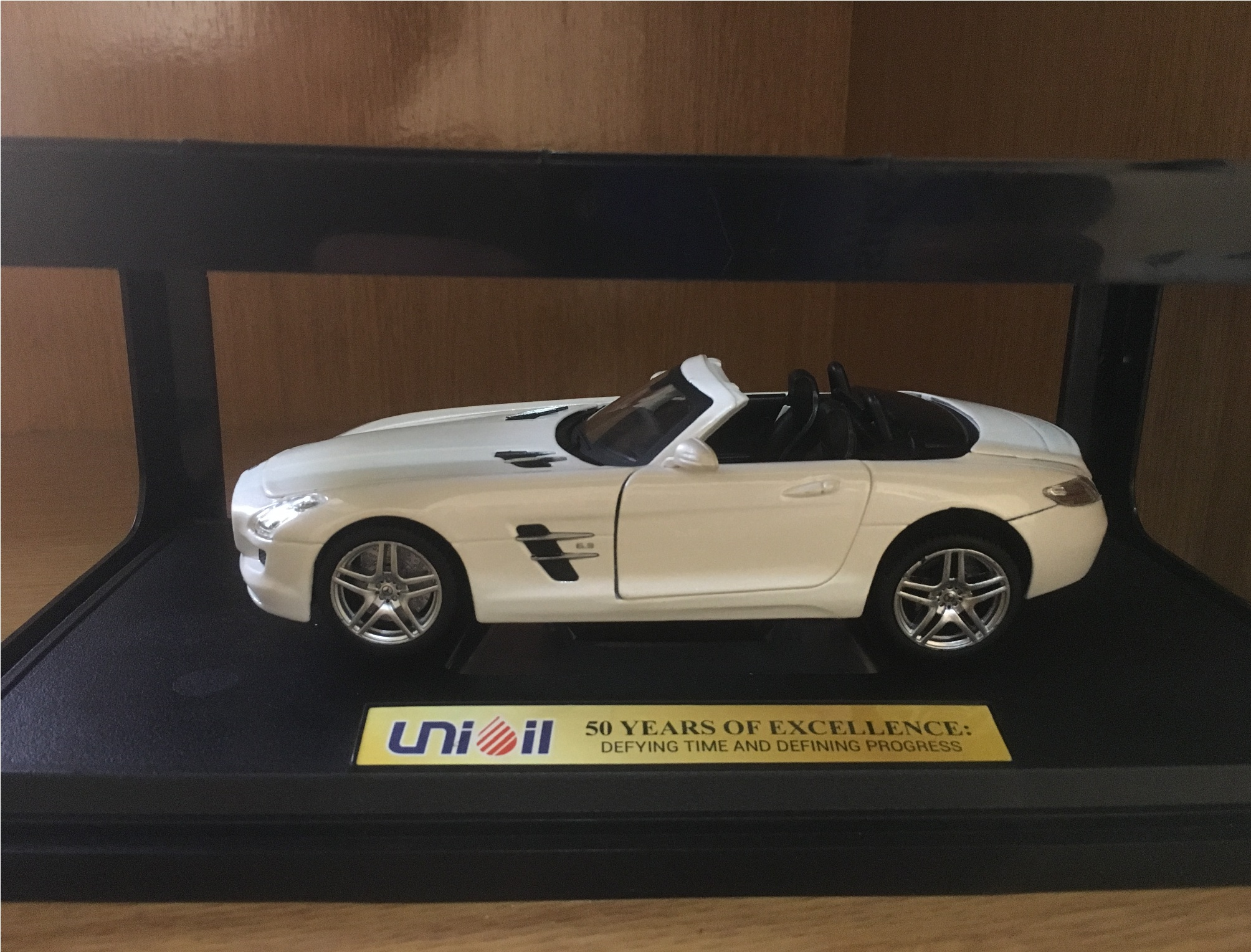 Cool mercedes benz sls amg roadster toy from unioil for Mercedes benz toy car models