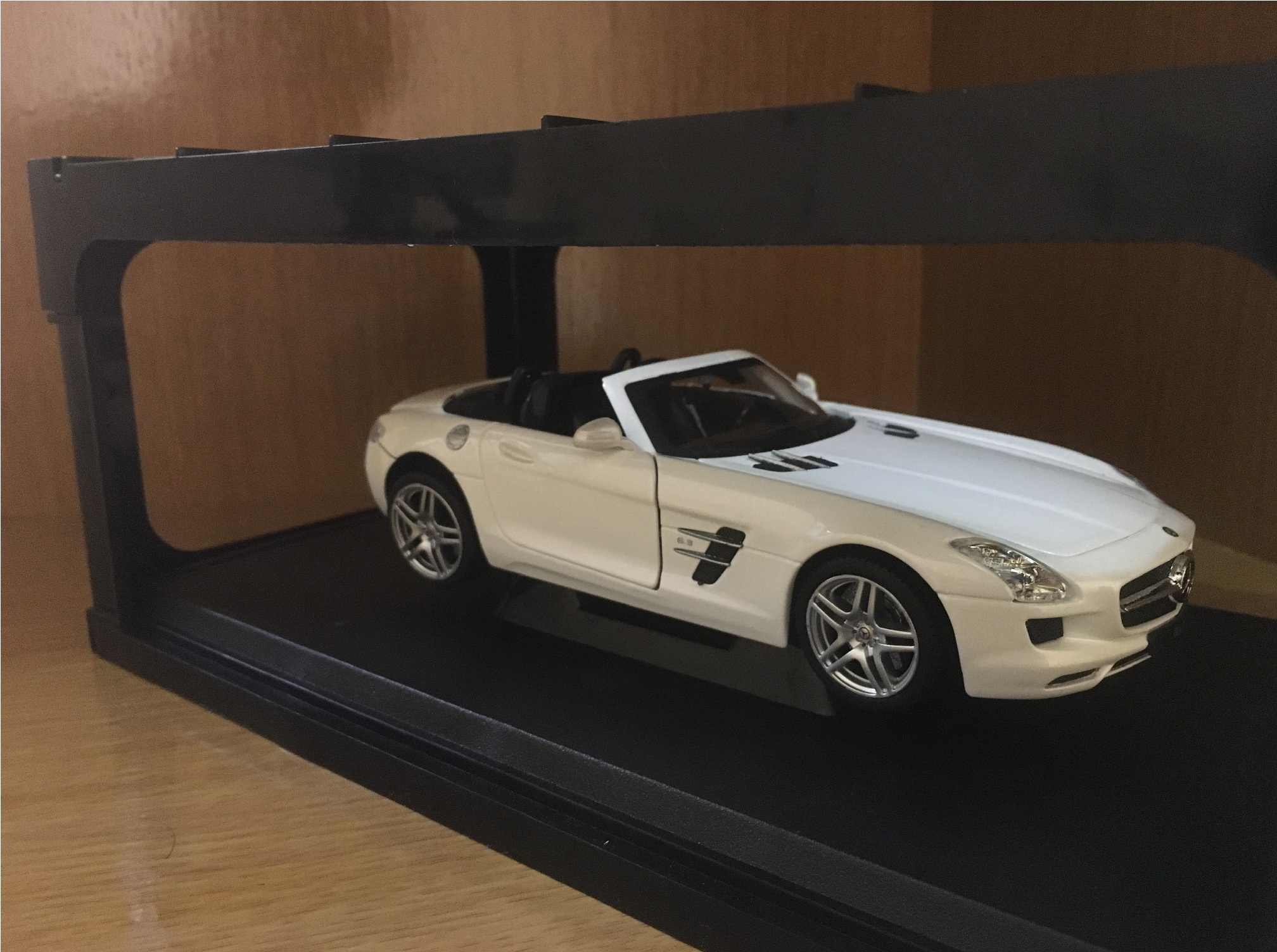 Cool mercedes benz sls amg roadster toy from unioil for Mercedes benz sls amg toy car