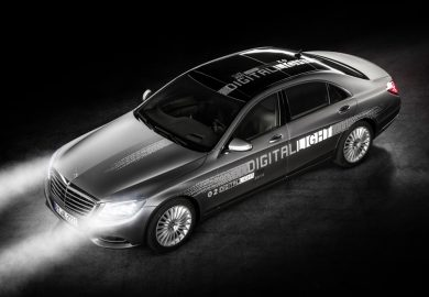 "Die neue ""DIGITAL LIGHT"" Scheinwerfergeneration von Mercedes-Benz steht für höchste Präzision, optimale Sicht des Fahrers ohne Blendwirkung sowie für Performance, Fahrerassistenz und Kommunikation.  ;  The new ""DIGITAL LIGHT"" generation of headlamps from Mercedes-Benz represents highest precision, optimal view for the driver without dazzling effect as well as performance, driver assistance and communication.   ;"