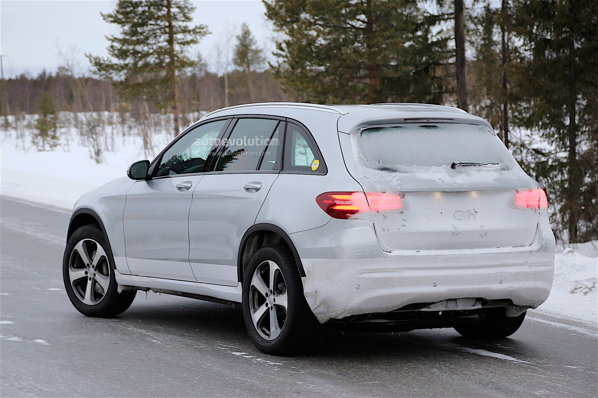 Top 3 expectations from the new mercedes benz electric suv for Mercedes benz suv