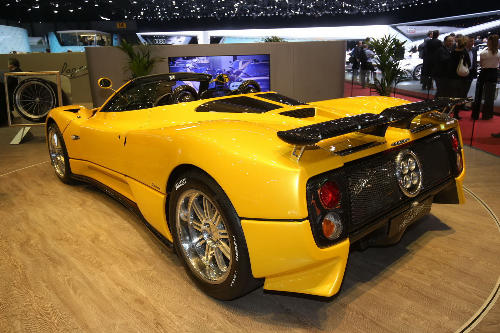 DS pagani huayra roadster : Pagani Huayra Roadster Makes Its World Premiere in Geneva