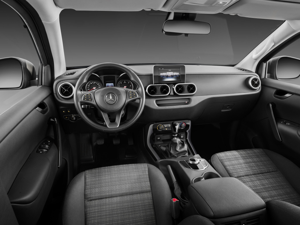 Mercedes benz x klasse interieur pure for Interieur e klasse 2017