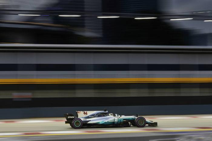 Hamilton starts P5 in Singapore