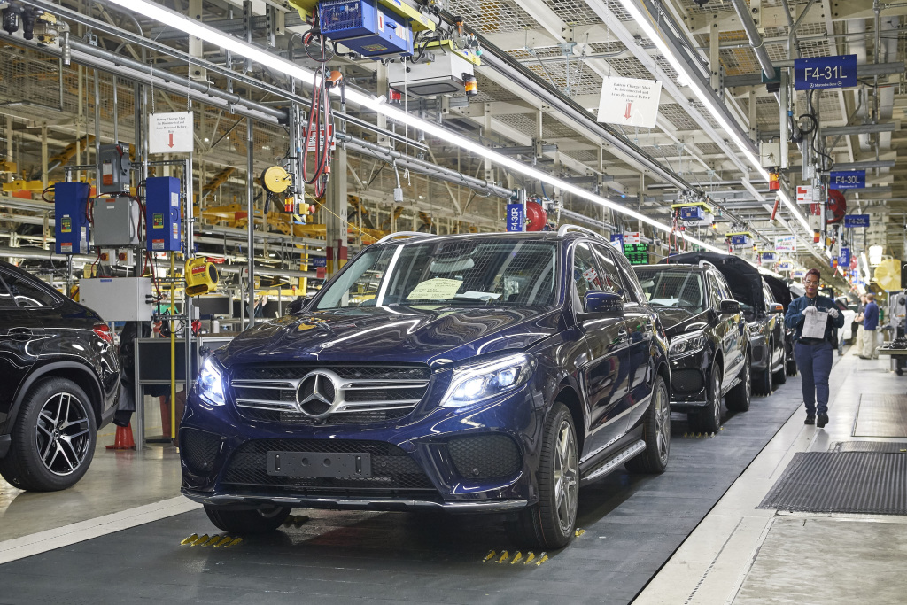 Mercedes benz invests 1 billion for electric vehicles in for Mercedes benz manufacturing plant in usa