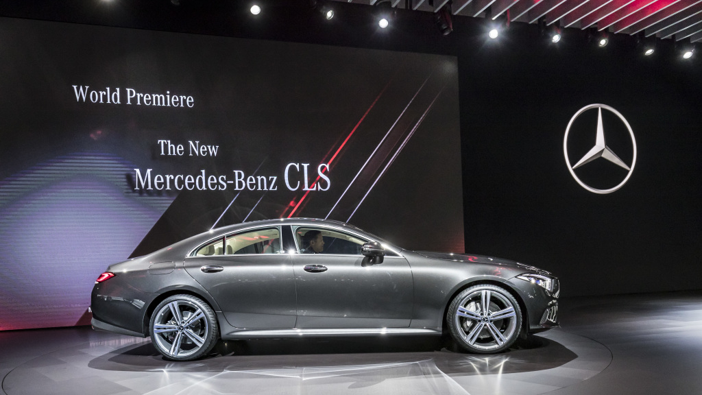 Top 4 mercedes benz cars showcased at the la auto show for Mercedes benz in louisiana