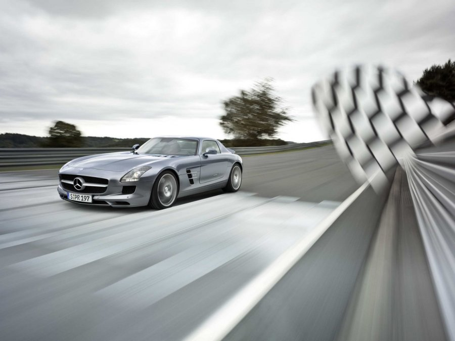 mb-sls-amg-gullwing-large_13