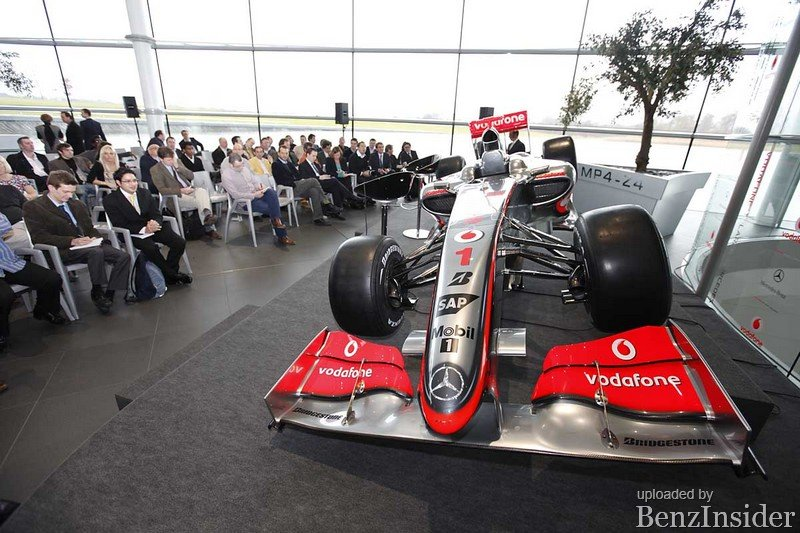 Vodafone McLaren Mercedes MP4-24_11